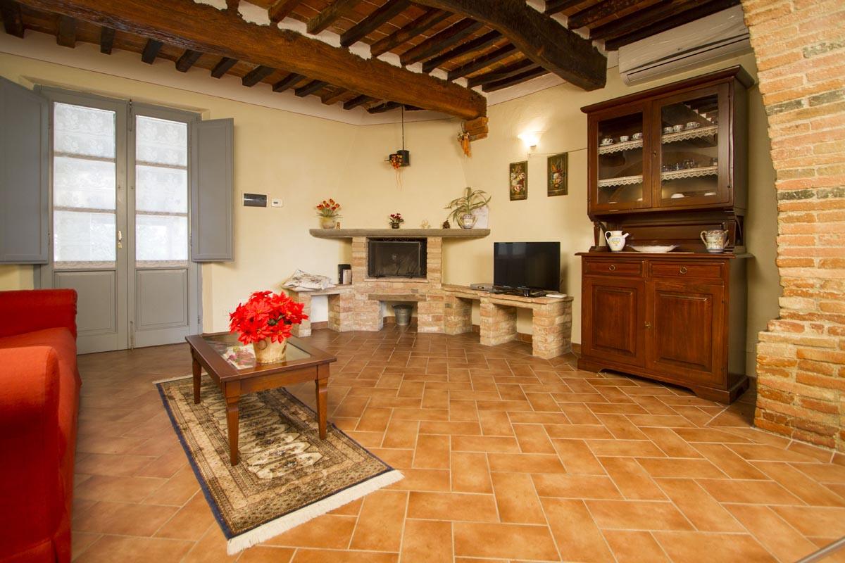 Appartamenti per vacanze a foiano della chiana villa for Completano l arredamento