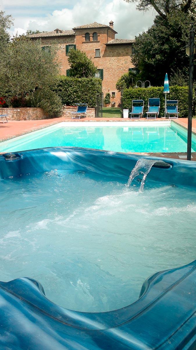 Appartamenti con piscina e parco per bambini in val di chiana villa scannagallo a foiano della - Appartamenti con piscina ...